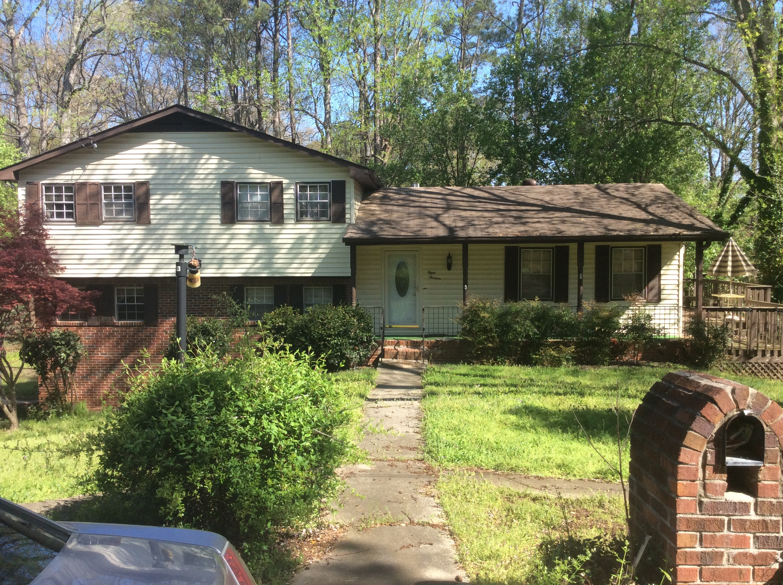 Exterior picture of property purchased in Smyrna, GA before renovation